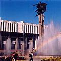 Памятник Манасу перед Филармонией, Бишкек